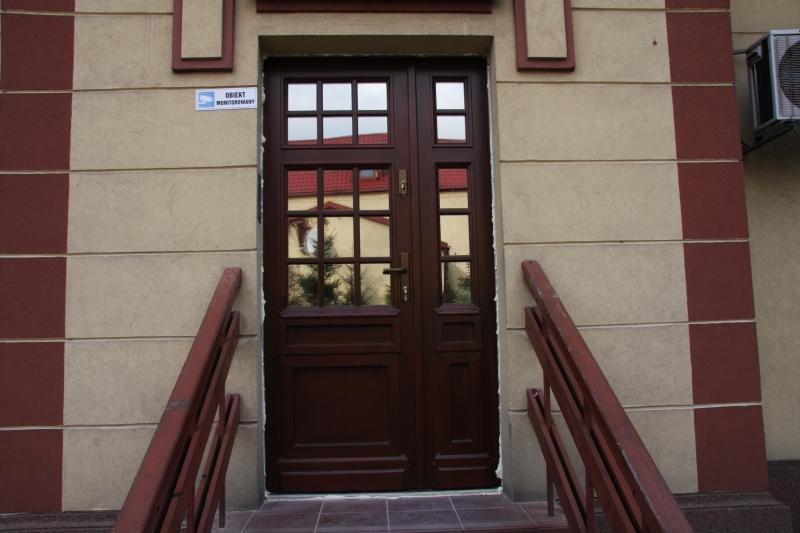 drzwi-zewnetrzne-drewniane-009